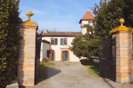 Maison de Laffont depuis le portail